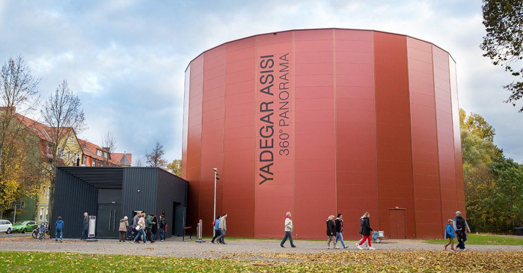 Das rote Asisi-Panometer in Lutherstadt Wittenberg von außen