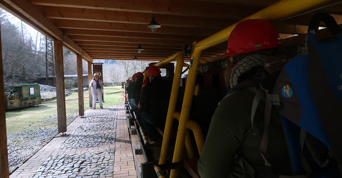 Kurz vor der Einfahrt in den Rabensteiner Stollen mit der Grubenbahn