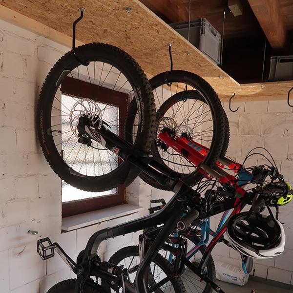 Fahrräder in der Garage der Pension