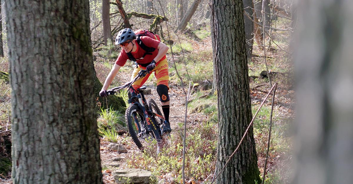 Trail an den Saalsteinen auf einer MTB-Tour im Ostharz