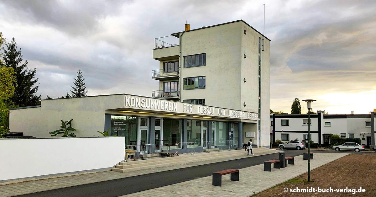 Das Konsumgebäude von Walter Gropius in Dessau
